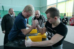 X Mistrzostwa Jaworzna Szkół w Siłowaniu na Ręce [foto]