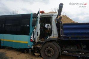 Zderzenie autobusu z ciężarówką
